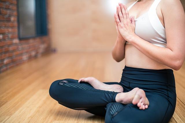 Йога для похудения: гид по стилям, видео, упражнения (+секреты)